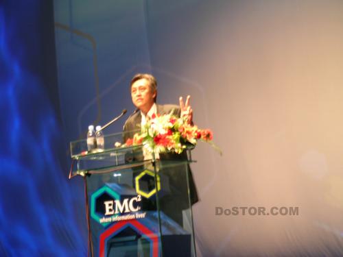 EMC公司大中华区总裁陆纯初先生首先致开幕辞,在展望了中...
