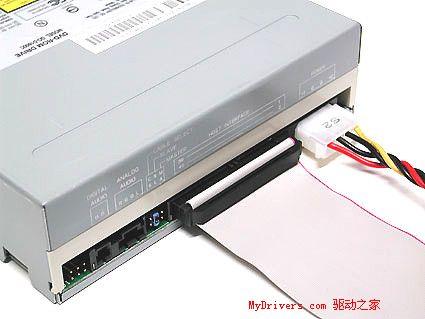 ide数据线,注意接头上的突起以及缺少一个针孔 连接一台dvd光驱