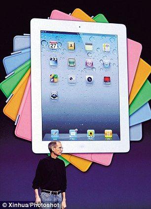 苹果CEO乔布斯奇迹般地出现在iPad 2首发式上