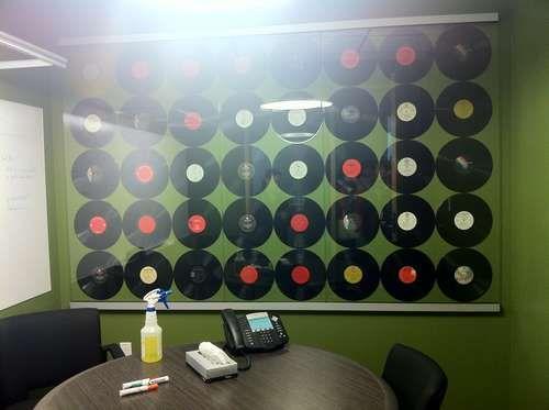 旧唱片改造的会议厅装饰